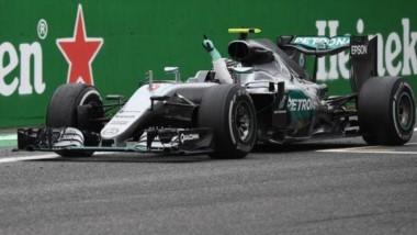 Rosberg gana en Monza y se queda a dos puntos de la punta.