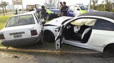 El BMW de Centurión impactó tres vehículos, entre ellos un Duna.