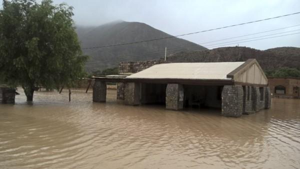 El río Hornohuaico desbordó e inundó Tumbaya (Foto El Tribuno de Jujuy)