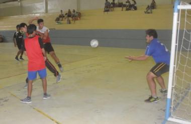La propuesta cuenta con una participación de 35 equipos que lo hacen con el fin de divertirse y compartir el momento con sus pares.