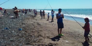 Más de 50 chicos participaron ayer de la segunda edición del Concurso de Pesca Inclusica en Playa Unión.