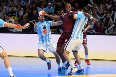 Los Gladiadores perdieron 21-17 ante Qatar y se complicaron las chances de avanzar a octavos. Mañana a las 10 hs. ante Egipto.