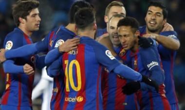 Neymar anotó el único tanto del partido, de penal.