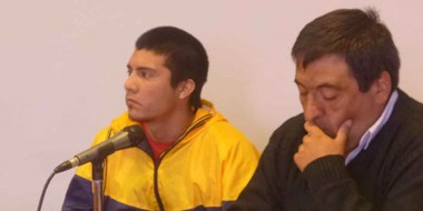 Andrés Fernando Muñoz Troncoso en compañía de su abogado defensor, Omar Sandoval, en los tribunales.