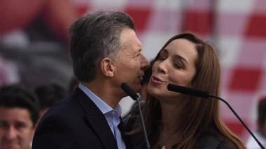 Besos y pesos. La gobernadora se queda con la parte del león en el nuevo acuerdo federal.