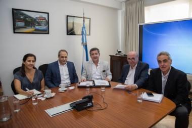 Lisandro Ballario, Director Nacional de Puertos, Alejandro Pagani, ministro de infraestructura de Chubut,  y Juan Granada