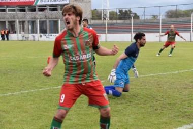 Brown volvió a perder de visitante. Agropecuario festejó con goles de Barinaga y Narese.