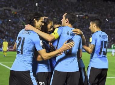 Adentro. Comenzó perdiendo pero goleó y Uruguay ratificó su buen momento.
