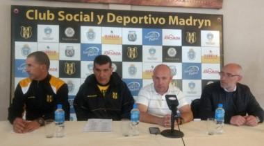 El presidente Gustavo Sastre presentó en conferencia de prensa a Pity Murúa como técnico.