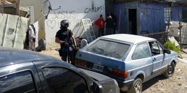 Efectivos de la Brigada de Investigaciones registraron una vivienda del barrio Moure de Comodoro.