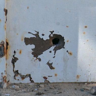 La balacera dejó como saldo una vivienda con marcas y tres heridos.