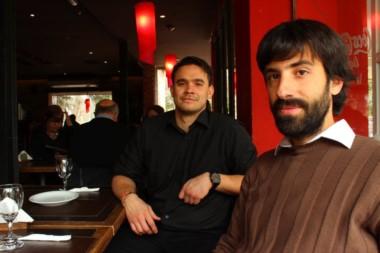 Matías Torres en primer plano, junto al Rodrigo Nuñes Mola, el otro autor del proyecto