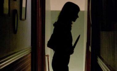 La adolescente tomó un cuchillo de la cocina y corrió hasta donde estaba su hermano y trató de acuchillarlo. (Archivo)