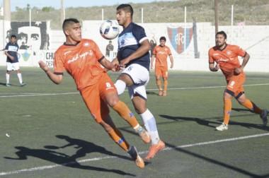Los dos goles de J.J. Moreno de Puerto Madryn debieron haber sido anulados por posición adelantada.