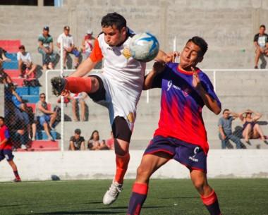 """El """"Naranja"""" trelewense derrotó a Alianza como visitante y alcanzó la cima de la Zona 1, junto a Racing Club."""