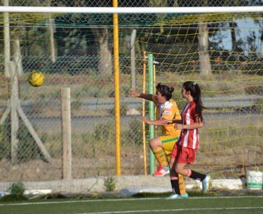 """El """"Canario"""" se impuso por 3-2 a la """"Academia"""" en El Tehuelche."""
