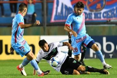 Arsenal cayó de local ante San Martín de San Juan y se hunde en los promedios.