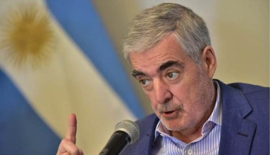 """El gobernador advirtió que Chubut está """"postergada"""" en obras."""