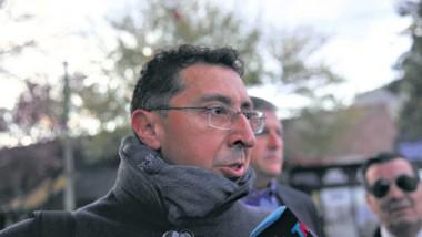 Lleral y Sergio Maldonado, el hermano del Santiago Maldonado, salieron de la morgue judicial de Esquel poco después de las 23.30 sin confirmar si el cuerpo hallado en el Río Chubut se trata del joven