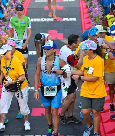 Junior Mansilla fue atropellado días antes del Mundial de Ironman en Hawaii. Así y todo completó el circuito.