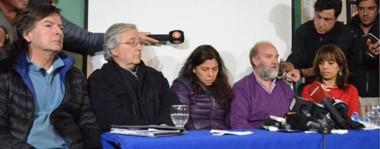 Dolor. Sergio Maldonado tomó la palabra rodeado de más familiares, peritos y la abogada querellante, y reclamó prudencia hasta no saber los resultados de las pericias.