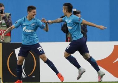 Rigoni celebra uno de sus goles con su compañero y compatriota Driussi.