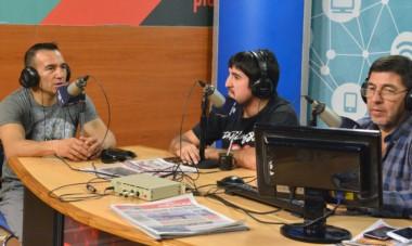Narváez visitó ayer el estudio de FM Tiempo, donde habló de la victoria ante el ruso Potapov y la posible pelea por el título ante el sudafricano Tete.
