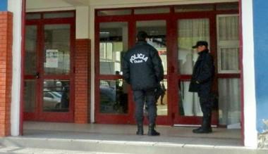 Por cada establecimiento se dispondrá a tres agentes de la policía.