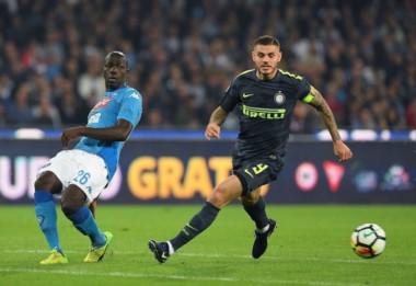 Icardi no pudo anotar para Inter que igualó en su visita a Nápoles, sin goles.