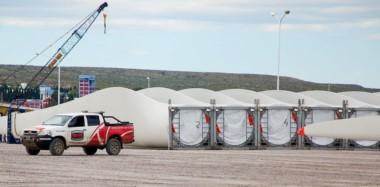Las partes de los molinos eólicos comenzaron a acopiarse en el muelle  Almirante Storni de Puerto Madryn.