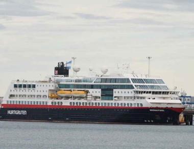 El crucero tiene 136 metros de eslora.