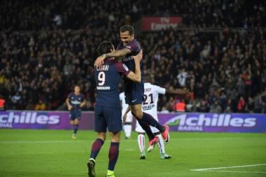 Doblete de Cavani para el PSG, que no tuvo a Neymar pero igual goleó.