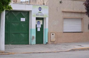 Los ladrones entraron por una puerta que conduce directamente a la parte administrativa.