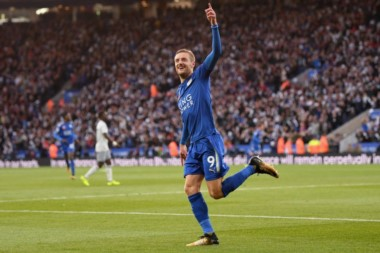 Leicester renace. Con goles de Vardy y Gray venció 2-0 a Everton, que quedó en zona de descenso