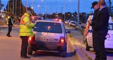 En avenida La Plata casi Edison de Trelew se montó un operativo donde hubo secuestro de varios coches.