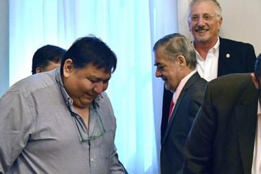 "Dúo. Una postal del ""Loma"" Ávila con Das Neves, durante una agenda agitada en la capital chubutense."