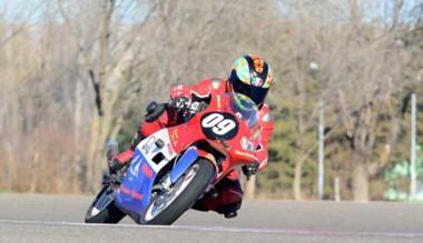 """El """"Huracán"""" Omar Narváez también se luce en el motociclismo."""