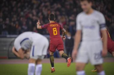 Diego Perotti cerró la goleada de la Roma en casa con un furibundo remate.