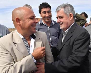 Sonrisas. Ricardo Sastre y el gobernador en una de sus tantas escenas juntas en la ciudad del Golfo.