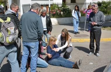 La mujer fue atropellada sobre la avenida Hipólito Yrigoyen y sufrió lesiones en sus extremidades inferiores