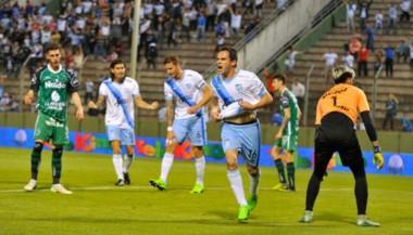 Atlético Tucumán bailó a Sarmiento y se metió en cuartos.
