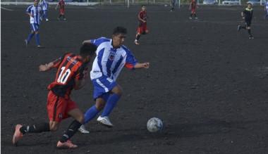Los Aromos, que venció a Independiente en el debut, recibe a La Ribera.