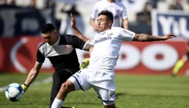 Quilmes jugó mal y sufrió, pero se quedó con el triunfo.