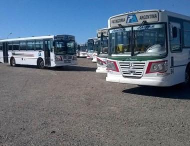 Desde el jueves que el transporte público está paralizado.