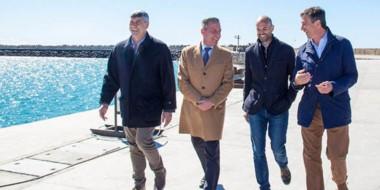 Buryaile, Arcioni, Dietrich y Menna en el puerto de Comodoro.