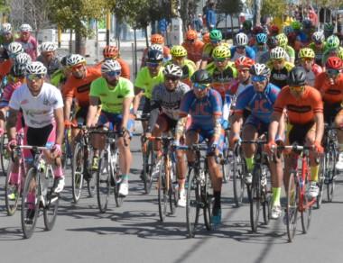 Largada de la segunda etapa de la Vuelta al Valle, ayer por la tarde.