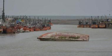 Mala imagen. El municipio exige remover la embarcación para no afectar el potencial turístico del área.
