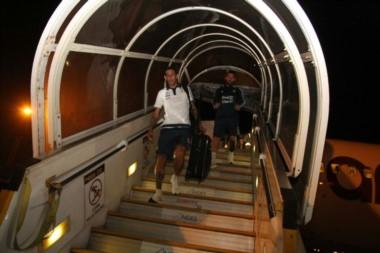 El combinado argentino arribó a Guayaquil El martes llegarán a Quito horas antes del partido.