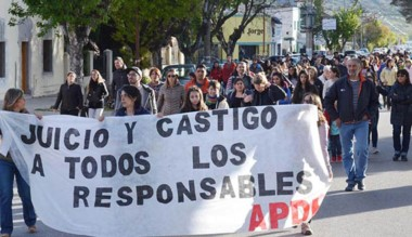 Unas 250 personas marcharon por las calles de Esquel.