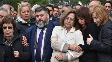 Hasta siempre. Desde la izquierda, Felicidad, la madre de Das Neves, junto con Pablo, Raquel Di Perna, María Victoria y Graciela Di Perna, el círculo íntimo de un líder histórico.